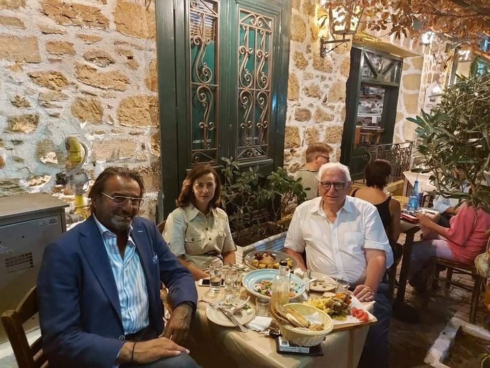 Ο Αντιδήμαρχος κ.Παναγιώτης Ιωάννου με την Αντιπεριφερειάρχη κ.Λουκία Κεφαλογιαννη και τον Αντιδήμαρχο Αθλητισμού και Πολιτισμού Αμαρουσίου κ.Γιάννη Νικολαρακο