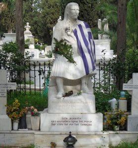 Ο τάφος με τον ανδριάντα του στο Α΄ Κοιμητήριο Αθηνών με την επιγραφή: « Σιγά διαβάτη, εδώ κοιμάται ο Γέρος του Μωριά, τον ύπνο του μην του ταράξεις»
