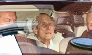 Ο Πρίγκηπας Φίλιππος μετά το τελευταίο εξιτήριο από το νοσοκομείο όπου νοσηλευόταν